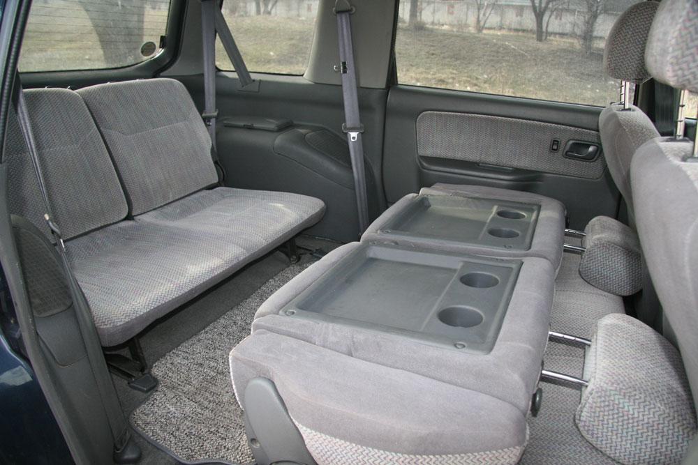 Mitsubishi Chariot MZ 2000