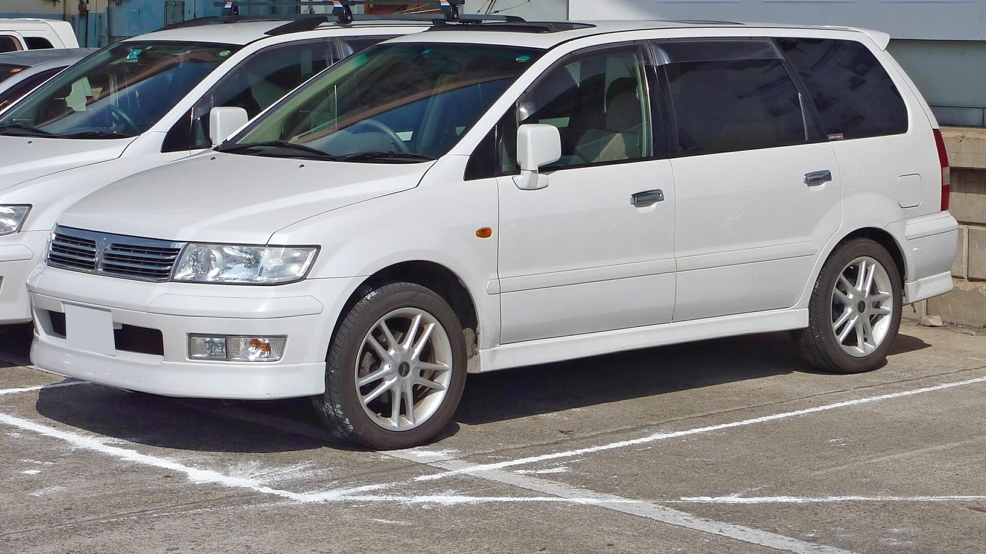 Mitsubishi_Chariot_Grandis Мицубиси Шариот Грандис